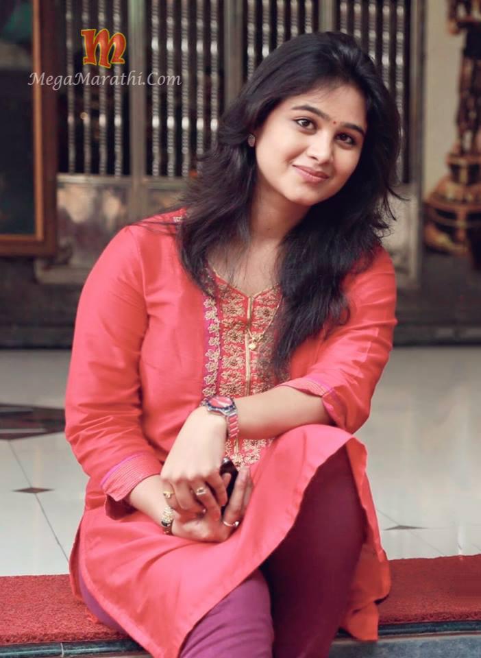 Mrunal dusanis marathi actress biography hd photos wallapers mrunal dusanis cute photos thecheapjerseys Images