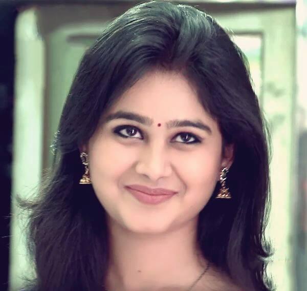 Mrunal dusanis marathi actress biography hd photos wallapers mrunal dusanis photos thecheapjerseys Images