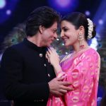 Shahrukh and Anushka in Chala Hawa Yeu Dya