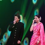 Shahrukh and Anushka in Chala Hawa Yeu Dya Shw